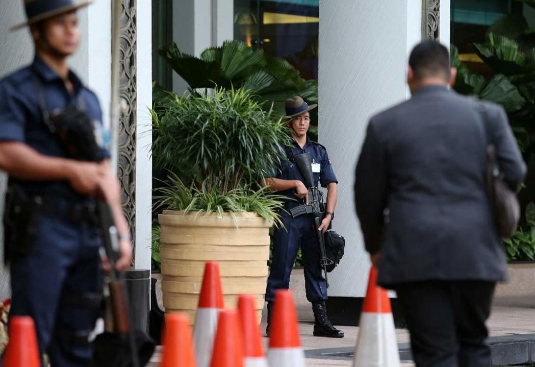 全球矚目的「馬習會」下午登場,位於新加坡的香格里拉飯店清晨開始管制,警方荷槍實彈...