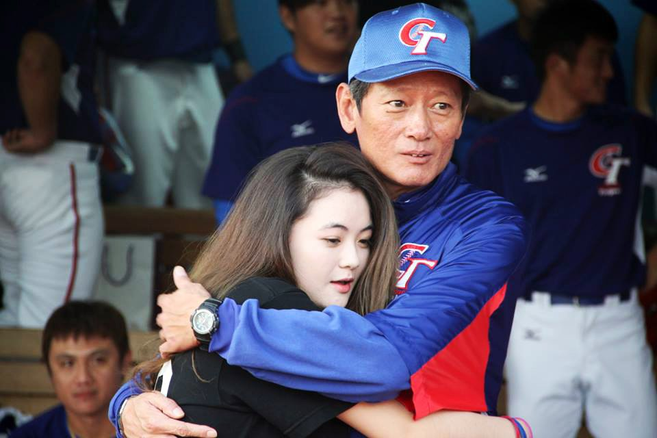 郭泰源的寶貝女兒現身球場,為老爸加油打氣。 記者藍宗標/攝影