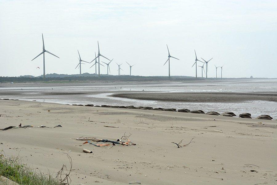 中港溪出海口沙灘。