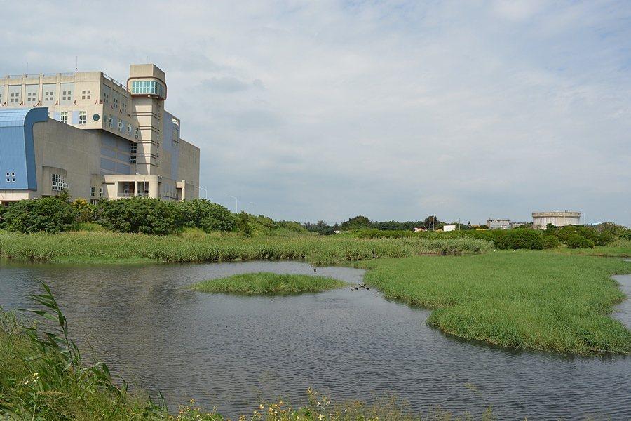 焚化場後方幽靜美麗的雁鴨池。