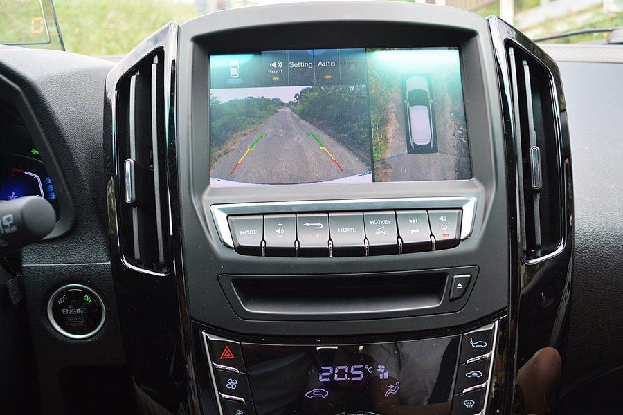中控台螢幕內搭載Side View+車側影像、DAS+駕駛警示、Active E...