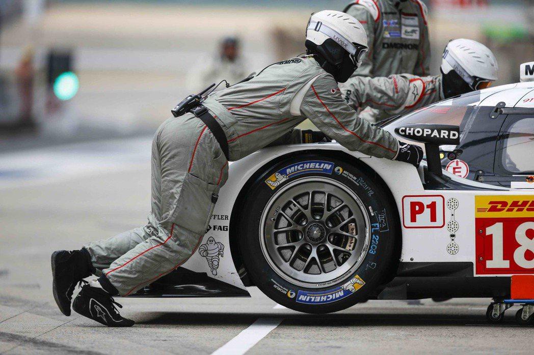 MICHELIN競賽胎再次展現了強大的排水性,讓合作夥伴得以在賽道上全力衝刺爭取...