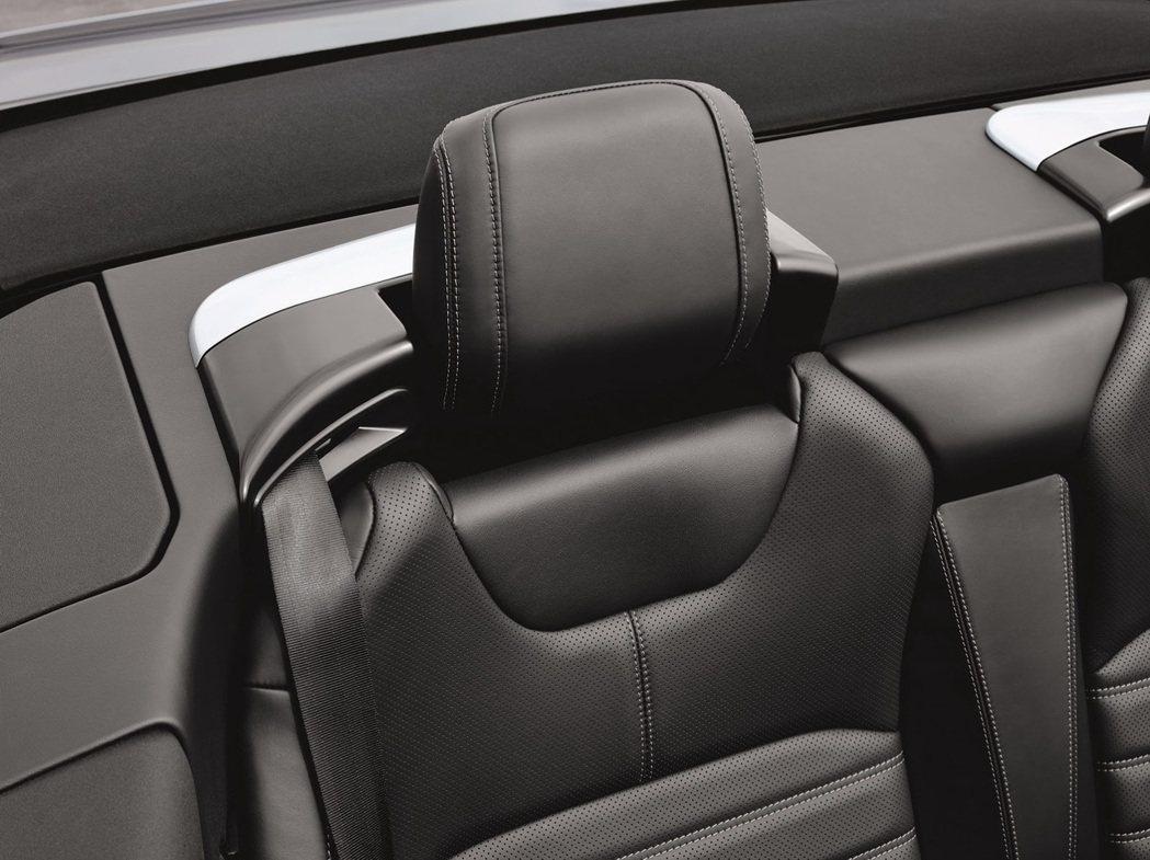 Evoque Convertible針對行車安全,設置了roll-over pr...
