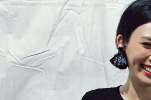 歌手魏如萱(娃娃)以獨立歌手身分起家,因嗓音特別、甜美,擁有一票鐵粉,她31日參加《花火音樂會》表演前,在臉書粉絲團放上定裝照,只見她一襲黑色勁裝,上衣正面更是大開,0字缺口從脖子一路開到肚臍,裡面...