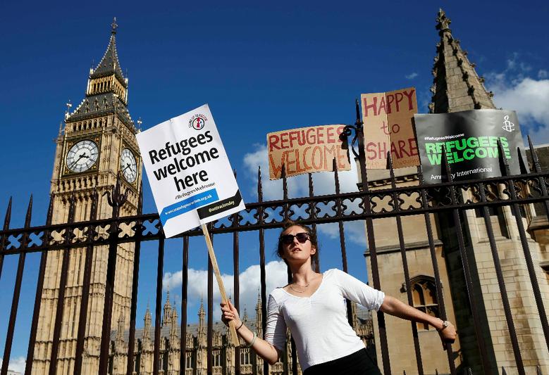國會廣場的抗議集會成了新觀光景點,英國民主得到另類宣傳。 圖/路透社