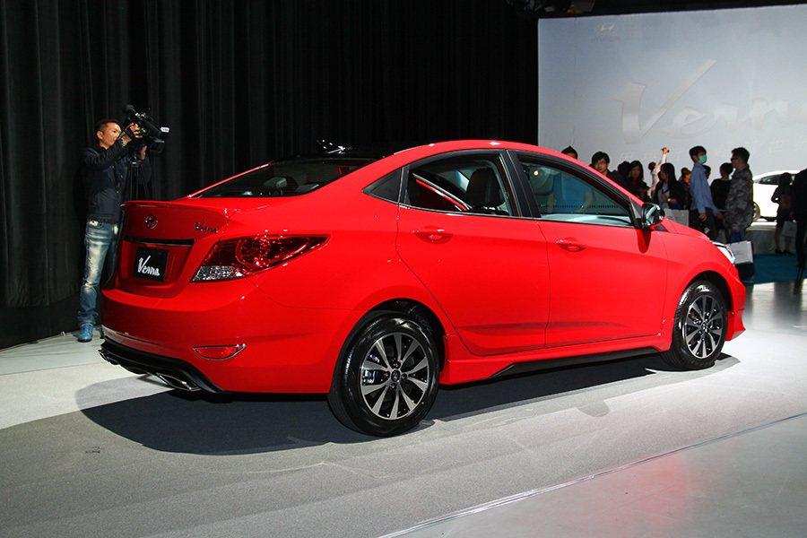 coupe-like 斜背短車尾跑格,讓整體造型格外凸顯亮點。 記者敖啟恩/攝影