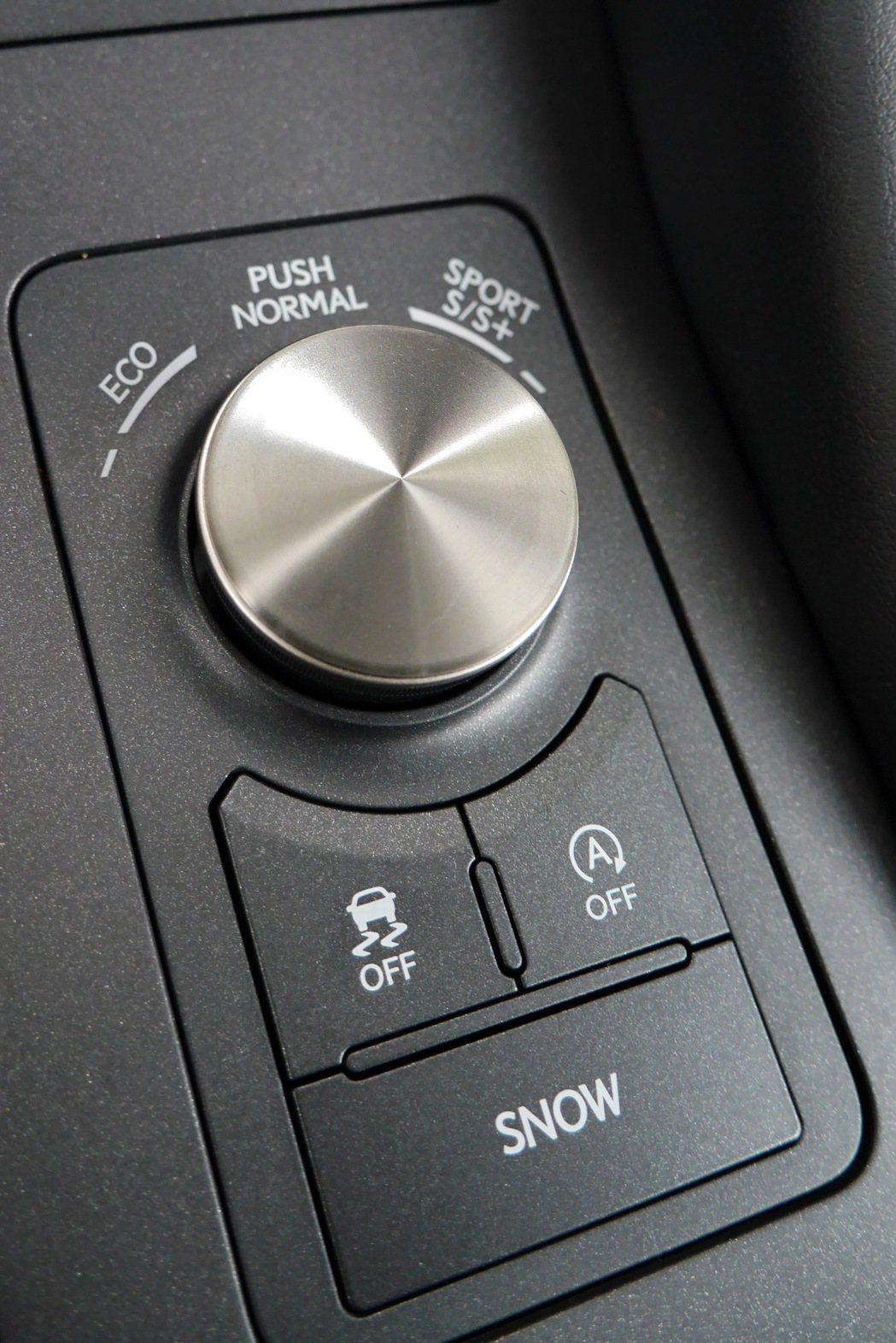 RC 200t配備智能多重駕馭模式。 記者陳威任/攝影