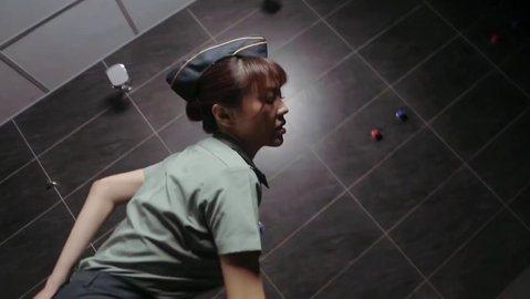 好娜姬原本為法拉利姐寫的歌〈深蹲下去撿肥皂〉,因為兩人鬧翻後,這首歌現在就讓前女F4的Fanny劉樂妍接收了,網路上還推出MV前導預告,不過在影片中劉樂妍身穿軍服,還有幾位幾乎裸體猛男拍攝影,遭到國...