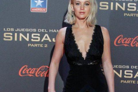 珍妮佛勞倫斯(Jennifer Lawrence)在公開場合跌倒已經快不是新聞了!她多次在重要公開場合上跌倒,包括在奧斯卡頒獎典禮上,而且都是穿得美美仆街。最近珍妮佛勞倫斯到西班牙馬德里出席新片《飢...