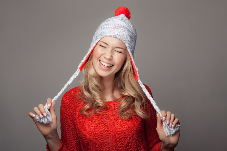 想要有濃濃的聖誕節味,千萬別放過長圍巾、毛球帽。圖/擷自Instagram