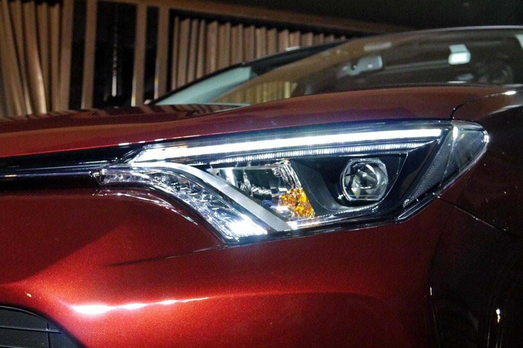 車頭亮點為首次導入的LED Bi-Beam頭燈,整合遠近光燈及LED日行燈設計。...