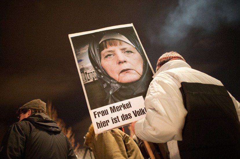 德國的社群網路無色彩的「保姆姿態」,正好以灰老鼠梅克爾為最佳代言人。她有如德國的...