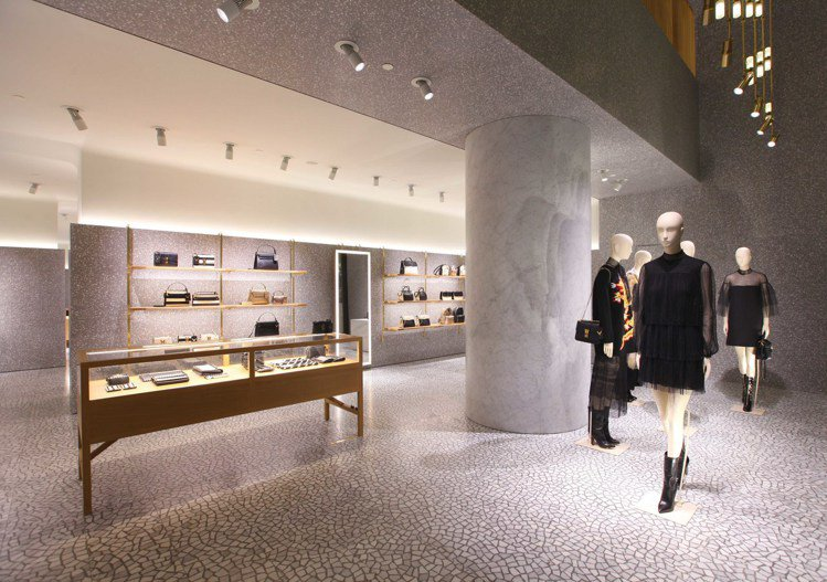 Valentino 上海國金中心的新店日前盛大開幕。圖/Valentino提供