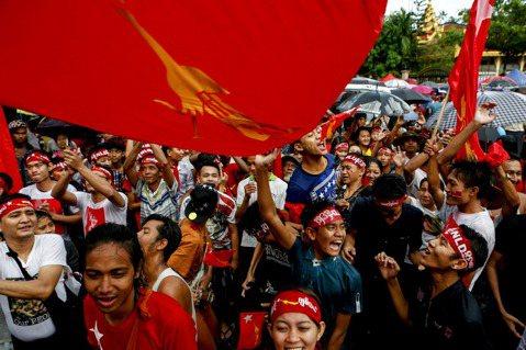 少數民族與女性掙扎的聲音被在紅衫軍勝利的嘶吼淹沒,究竟這場民主大選,是誰的民主?...