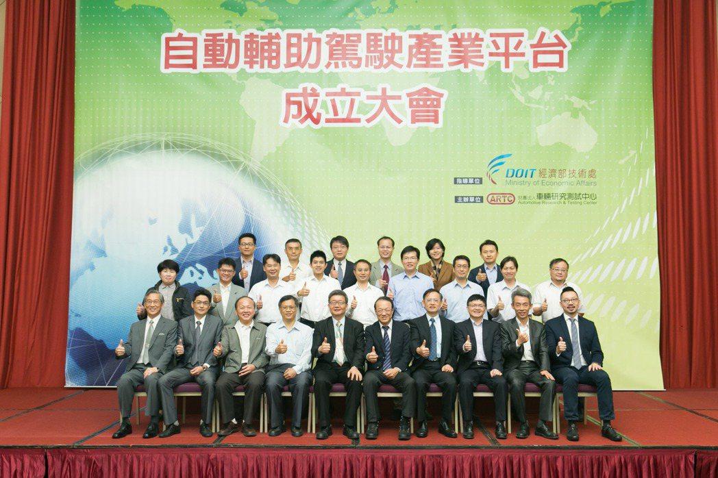 面對未來自動化車款的零件製造,台灣擁有絕佳的機會與優勢,因此在經濟部技術處科技專...