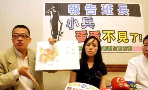 2010年,立委陳瑩舉行「記者會,指軍醫疏失、誤判及錯誤的手術導致小兵無法傳宗接...
