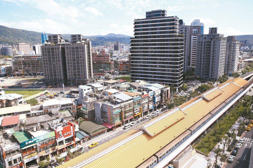 石牌捷運站周邊,學區好、醫院近,房價穩定上漲。 記者林伯東/攝影