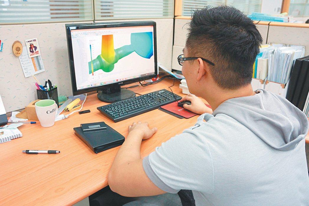 模流分析軟體可協助企業優化製程,並且加速模具開發時間。 記者陳昱翔/攝影