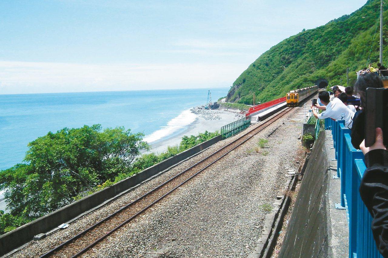 南迴鐵路多良站九年前廢站,太平洋美景讓多良搖身變成觀光景點。 圖/聯合報系資料照