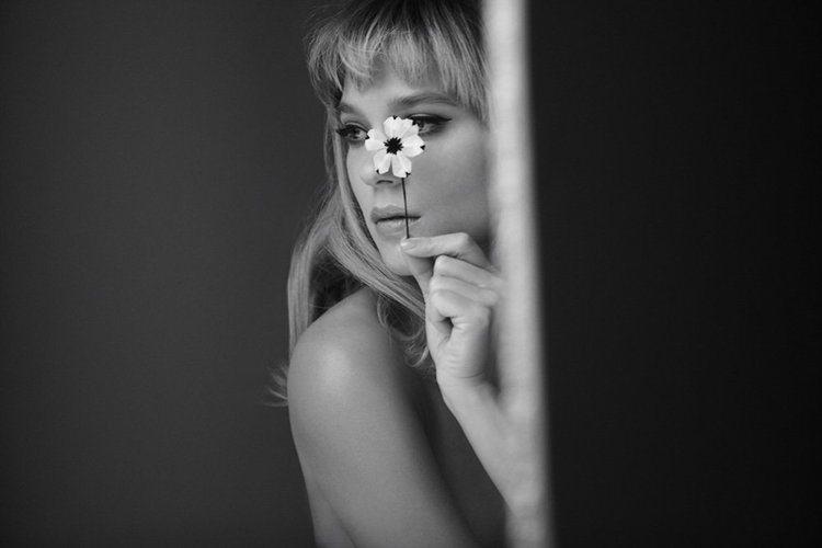蕾雅瑟杜全裸演繹PRADA女香。圖/PRADA提供