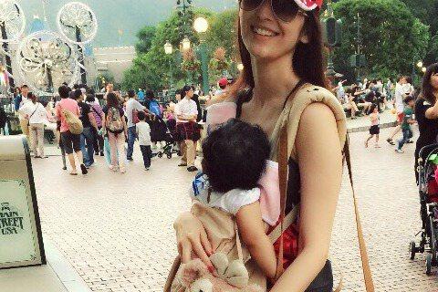 37歲吳佩慈今年5月順利懷上第二胎。據《網易娛樂》報導,吳佩慈日前已請人算好寶寶出生的良辰吉時,打算在今天下午剖腹產下男嬰。據《蘋果日報》報導,吳佩慈今下午2點左右在香港已順利剖腹產子,兒子名字為H...