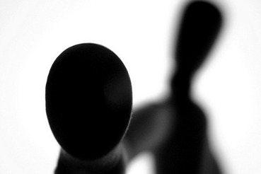 歧視言論的分析:馬習肛交圖和三十歲的魔法師