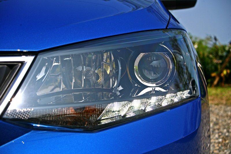 複合式切割燈罩的車頭組也十分吸睛。