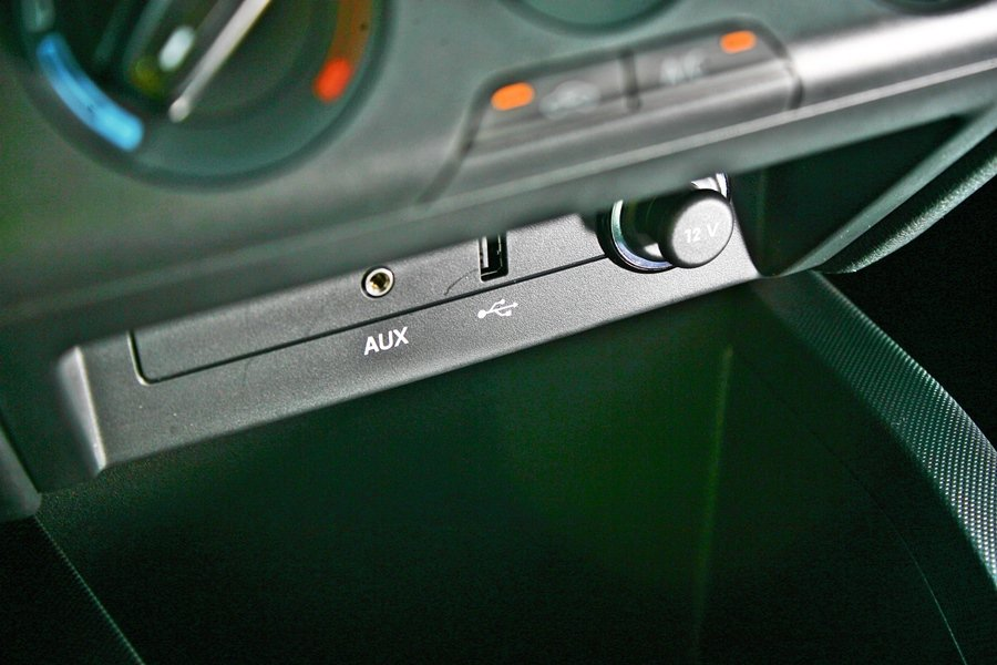 SWING多媒體娛樂系統,並有SD卡插槽,另有AUX-IN和USB插槽,數位娛樂...