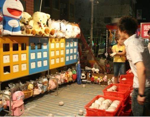棒球九宮格挑戰從2005、2006年開始,成為台灣夜市必備的遊戲。聯合報系資料照...
