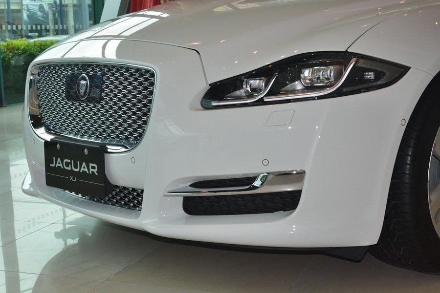 XJ車頭換上全新LED燈組,並有全新的前保桿。