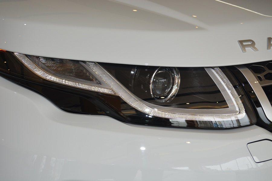 2016年式Range Rover Evoque換上全新的LED頭尾燈組。
