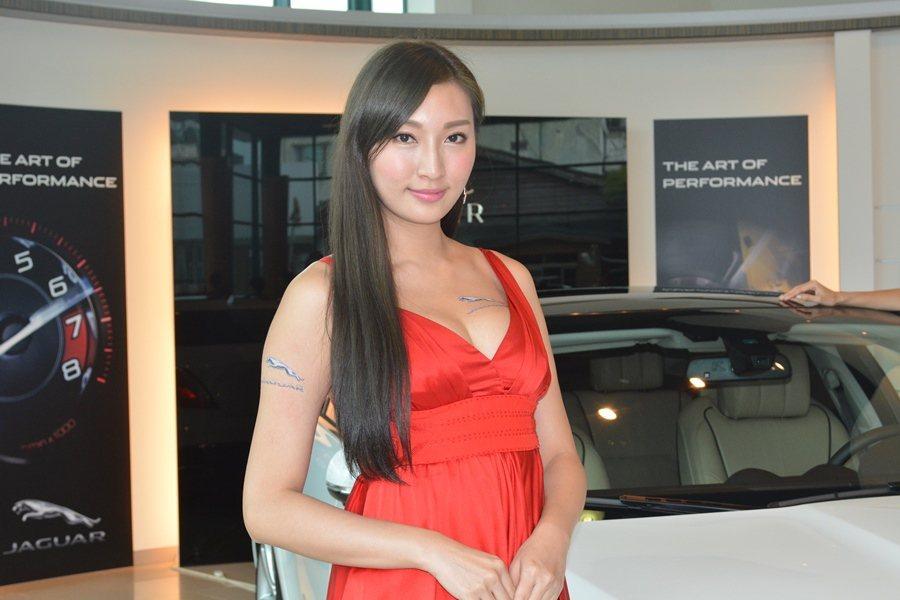 Jaguar車模劉秀慈。