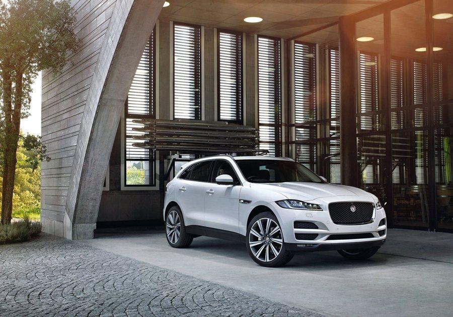 Jaguar F Pace。