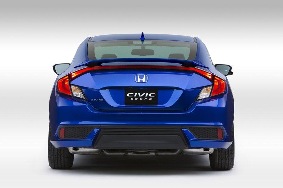 新的尾燈採取跑車化的C形LED尾燈,並橫貫整個車尾。