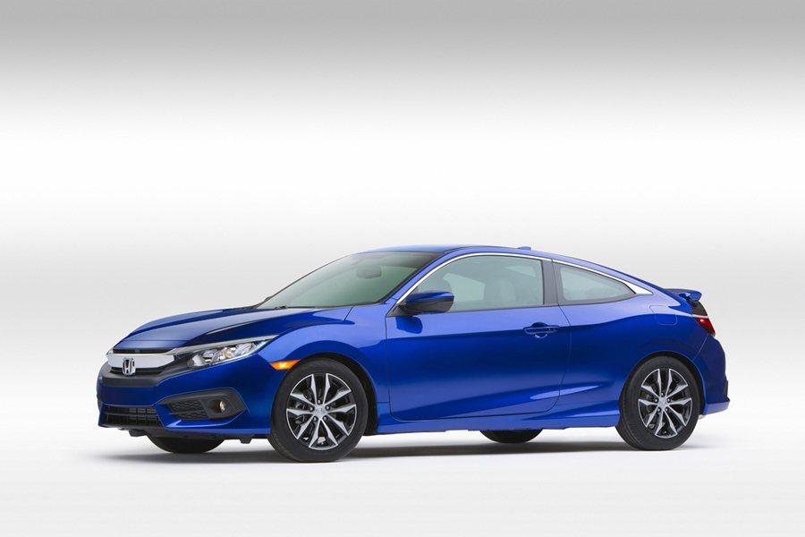 車身比例也和房車略有不同,軸距稍長,增加2.9吋,車寬增加1.9吋,而車子前懸縮...