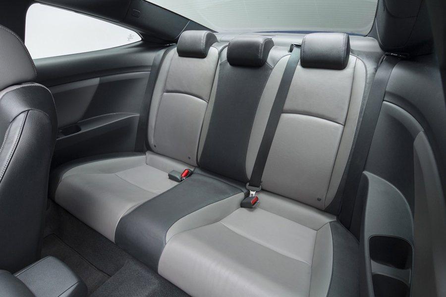 乘坐空間比上一代寬敞許多,後座腿部空間加5吋以上。