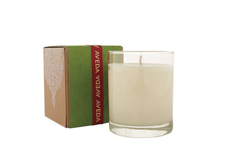 AVEDA紀念425蠟燭,這款散發薑與薑花的氣息,是為了尼泊爾今年425發生強烈...