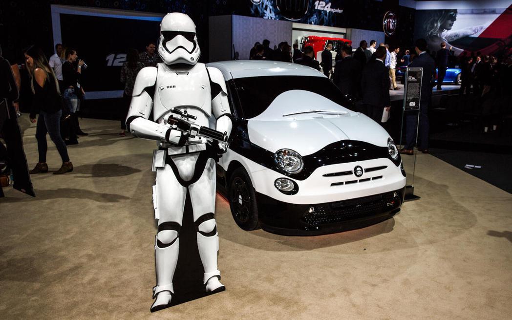 白兵本尊和Fiat 500E Stormtrooper放在一起,更是看得出專屬車...