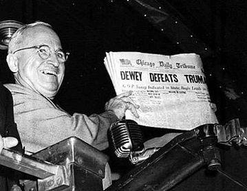 攝影記者Byron Rollins捕捉到美國前總統杜魯門手持《芝加哥論壇報》的那...