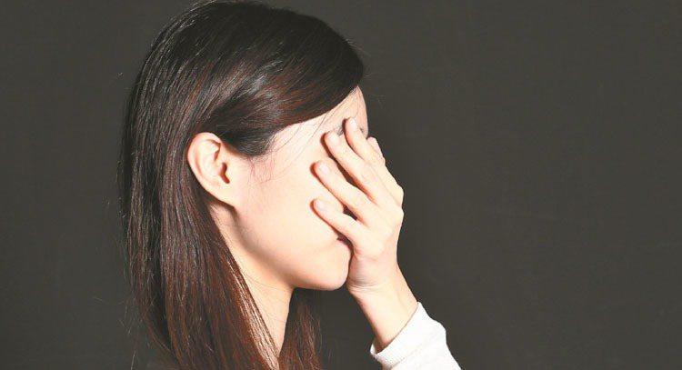 陽明大學醫學團隊研發「快樂益生菌」,可提升憂鬱民眾的腦內血清素、多巴胺濃度,降低...