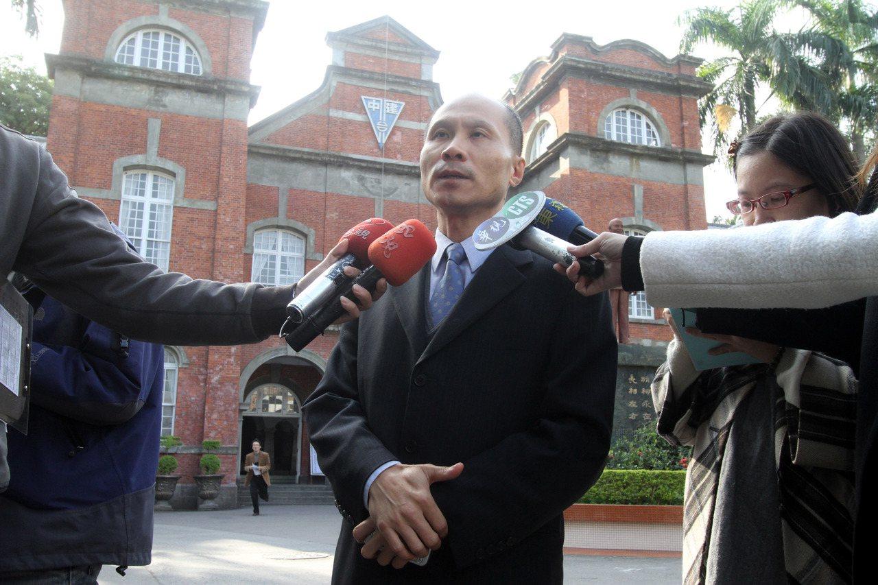 建中服儀查詢拜訪,校長徐開國談話惹議。 報系資料照