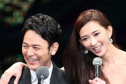 第52屆金馬獎在國父紀念館盛大舉行,主持人林志玲(右)與妻夫木聰聯手頒發最佳男主角獎。