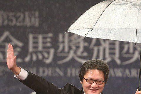 第五十二屆金馬獎晚間登場,以「師父」入圍最佳女配角獎的蔣雯麗走紅毯。