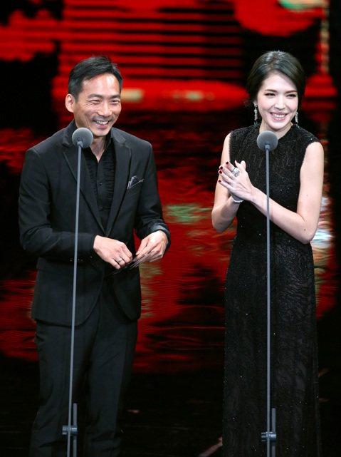 第52屆金馬獎在國父紀念館盛大舉行,石頭(左)與許瑋甯擔任最佳原創電影歌曲與最佳原創電影音樂獎項頒獎人。