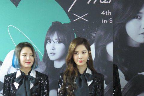 南韓人氣團體少女時代11/21、11/22在首爾舉辦演唱會,稍早舉行的記者會上每個成員看來都有點疲憊,但還是保有甜美笑容以及和彼此開玩笑的樂趣。此次回到首爾開演場會,是它們自2009年到現在的第四巡...