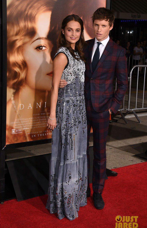 艾莉西亞維坎德與艾迪瑞德曼在《丹麥女孩》中扮夫妻。圖/擷自justjared.c...