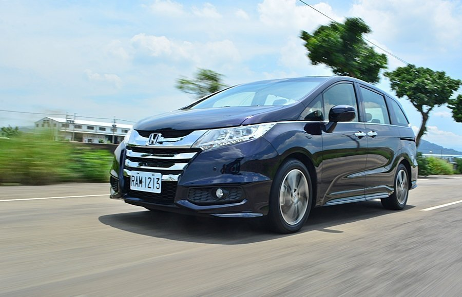 即使是7人座級距的大型車款,Odyssey依舊保有 Honda車款一貫的駕馭樂趣...