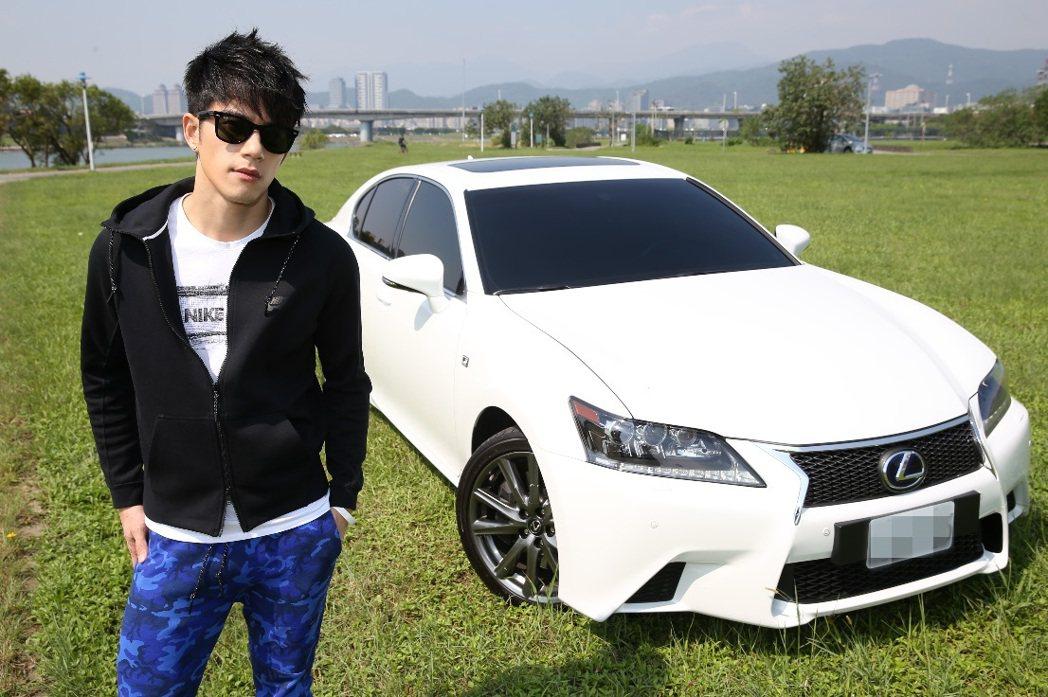 JR紀言愷愛車如命,3年前將開了6年的LEXUS IS250換成LEXUS GS...