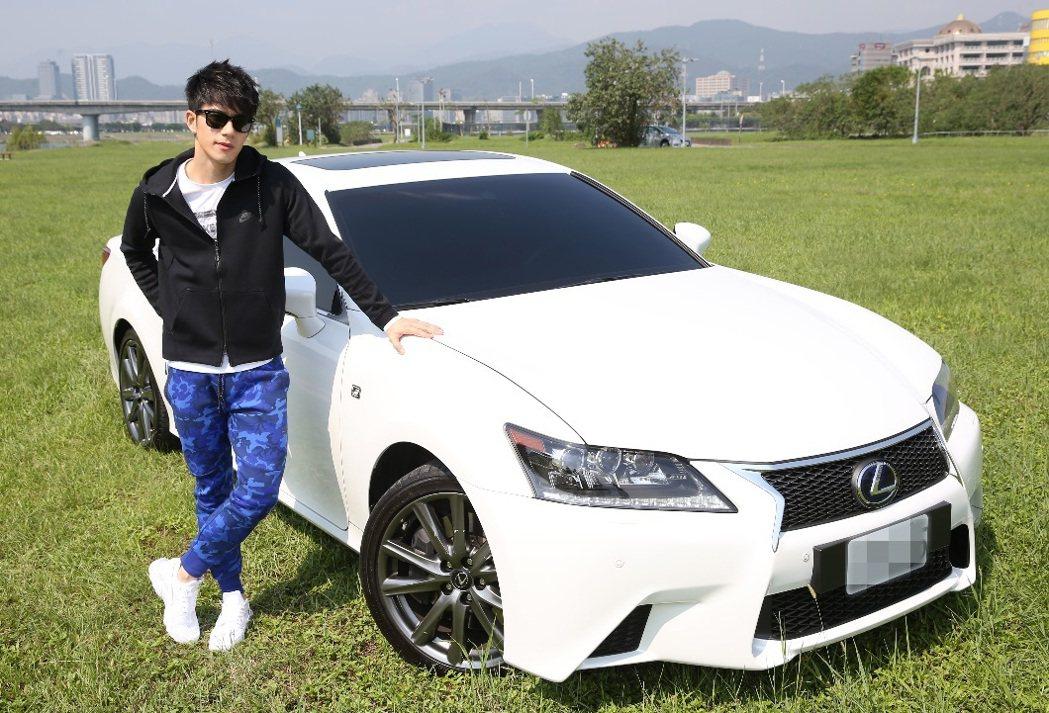 JR 16歲出道,訂下「20歲一定要開雙B等級轎車」的目標,18歲時他提前完成夢...