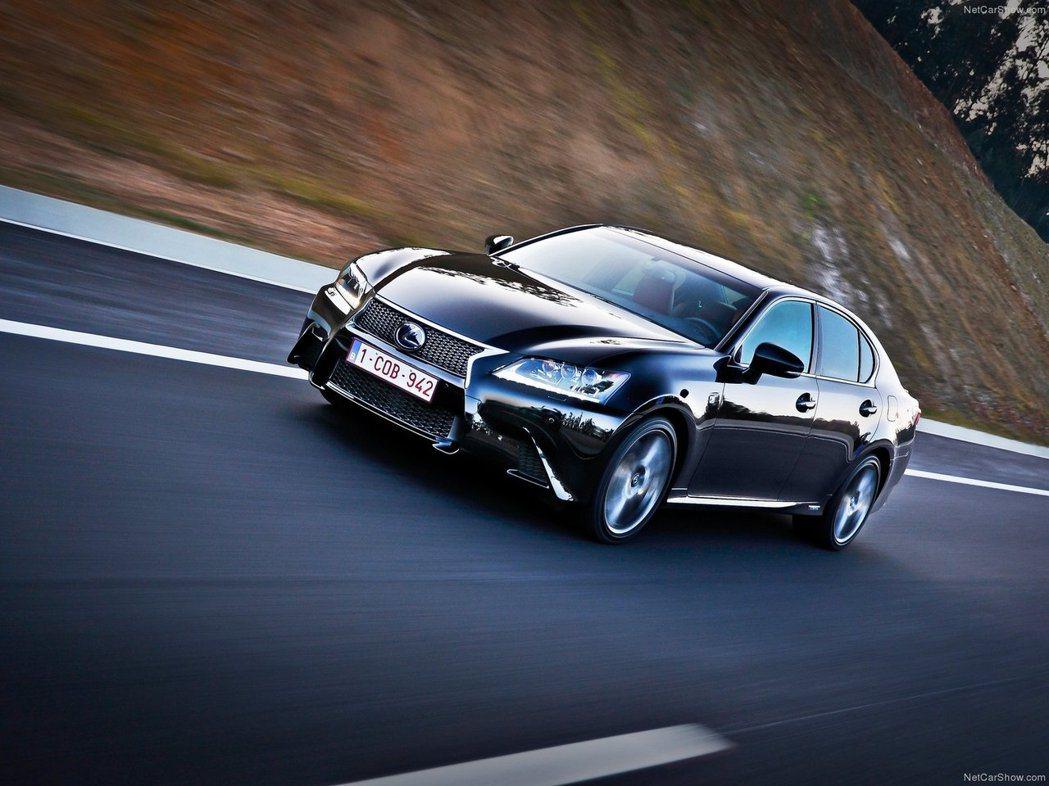 主打運動型豪華中大型跑房車的Lexus GS450h F Sport版,被定位為...